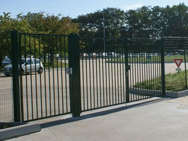 Swing gate with pedestrian access